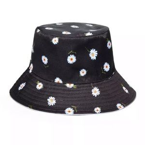 ALICE + OLIVIA Daisy Print Reversible Bucket Hat